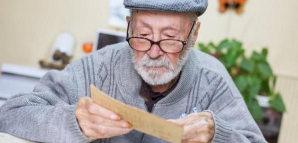 Deux-Sèvres: à 108 ans passés, le doyen des Français vit toujours chez lui