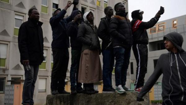 """Migrants à Paris: MSF dénonce """"harcèlement"""" et """"violences policières"""""""