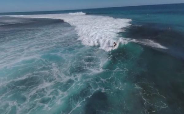Spectaculaire! Teahupoo en 360° avec le surfer Michel Bourez!