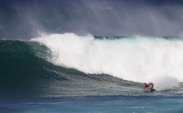 Surf: le miraculé Fanning reprend la compétition