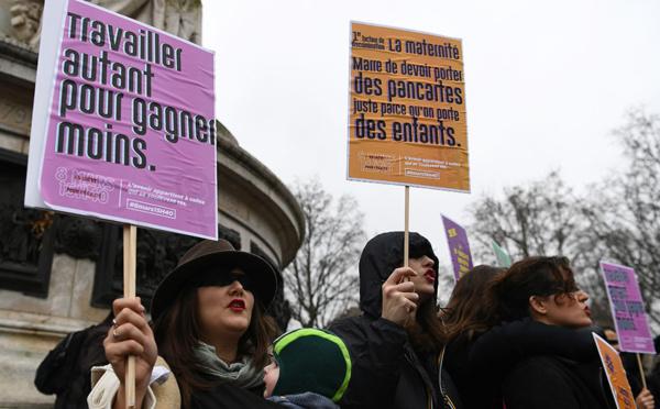 """""""Travailler autant pour gagner moins"""": rassemblements pour les droits des femmes"""