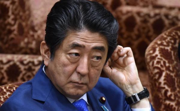 Japon: face au scandale, Abe diffuse des courriels