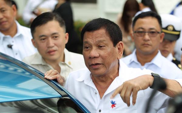 Philippines: Duterte menace les médias critiques