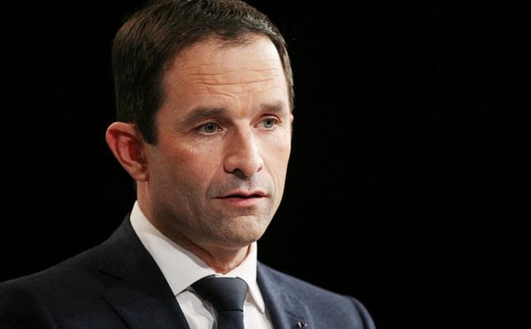 """Présidentielle: Hamon appelle à battre """"le plus fortement possible"""" Le Pen en votant Macron"""