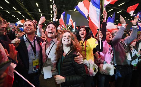 """Chez Macron, des larmes de joie pour """"un moment historique"""""""