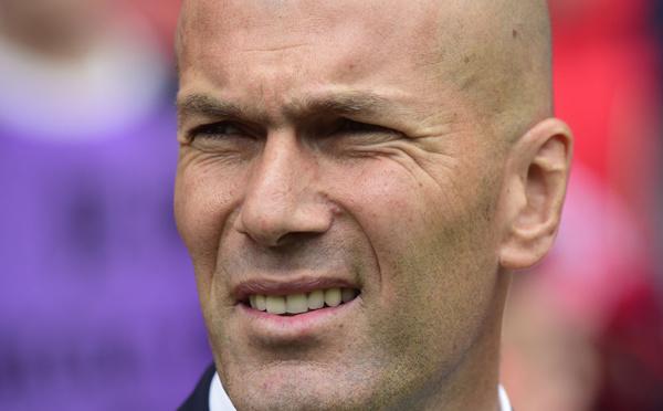 """Zidane appelle à """"éviter"""" le Front national"""
