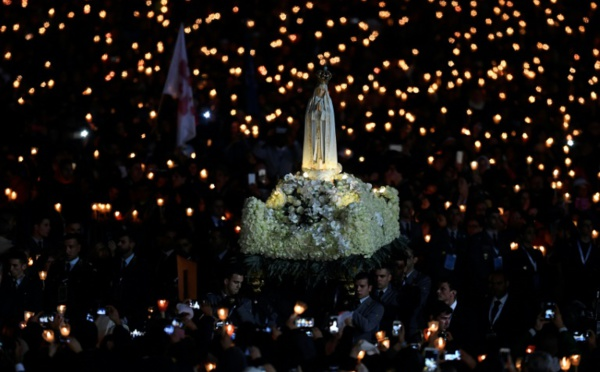 Deux bergers de Fatima canonisés par le pape devant 500 000 fidèles