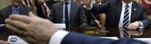 Affaire russe: la pression monte sur la Maison Blanche