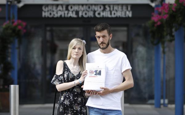GB/Maintien en vie d'un bébé malade: pétition de 350.000 signatures