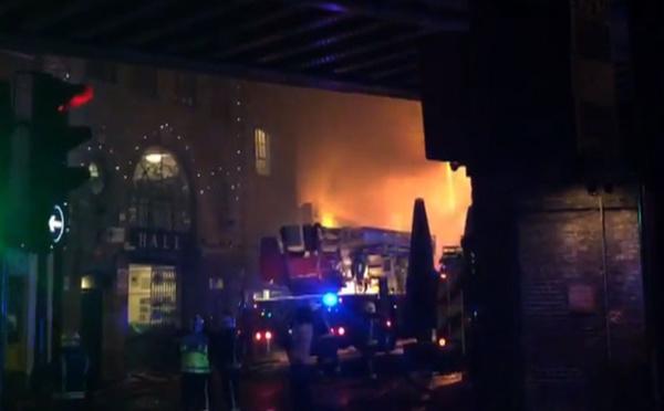 GB: un incendie ravage un bâtiment du marché de Camden Lock
