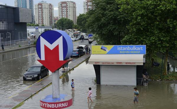 Turquie: Istanbul sous l'eau après des pluies diluviennes
