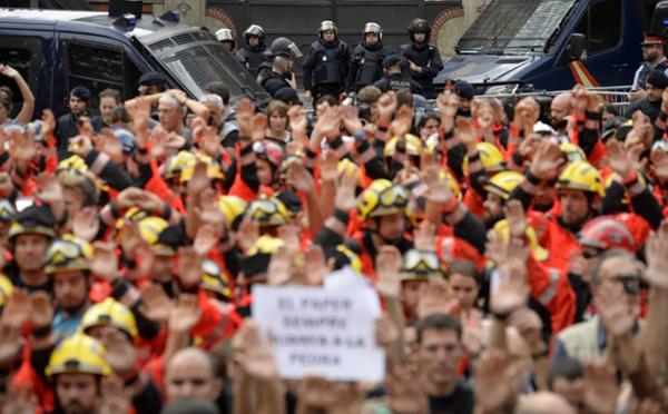 Manifestation monstre et grève générale en Catalogne contre les violences policières