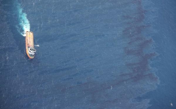 Gigantesque marée noire en mer de Chine après le naufrage d'un pétrolier iranien