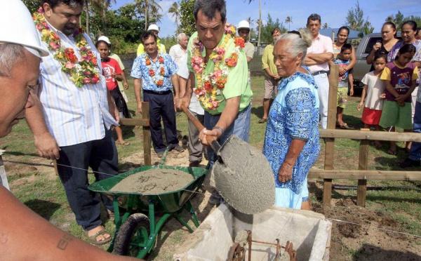 Les premières maisons sortent de terre à Tubuai