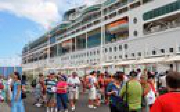Rhapsodie of the seas : 2000 touristes débarquent à Papeete