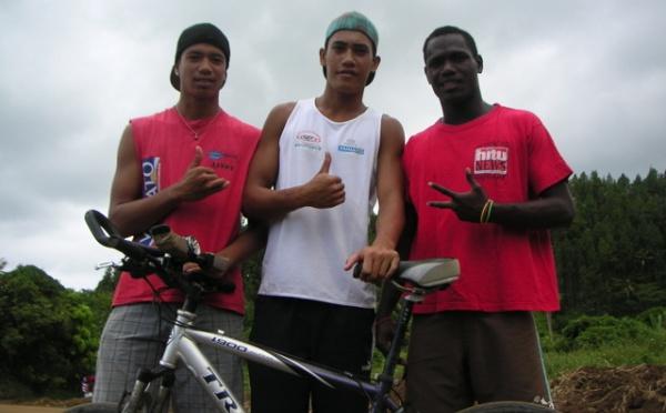 trois jeunes néophytes de Papeari se lancent dans le triathlon !