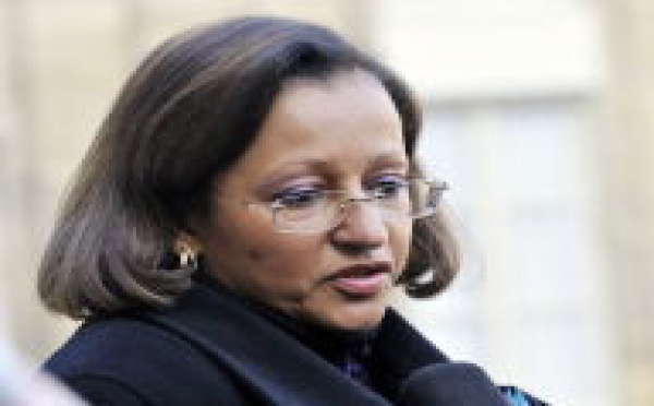 """Mme Penchard quitte la Calédonie """"confiante"""" malgré les tensions politiques"""