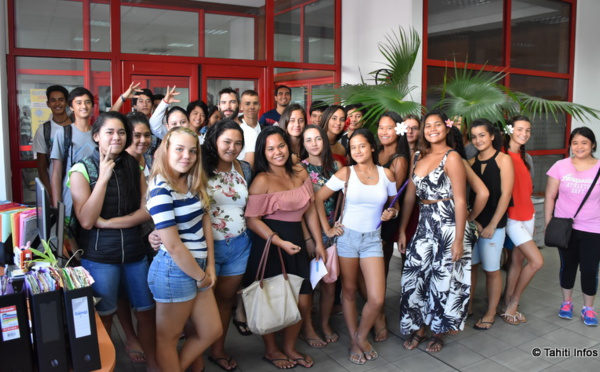 Une classe de lycéens visite Tahiti Infos
