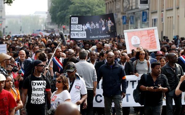 """Outre-mer: une marche silencieuse pour dire que """"Français n'est pas une couleur"""""""