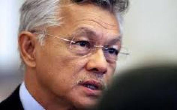 """Recrutements au sein des services publics : Gaston Tong Sang """"recadre"""" ses ministres"""