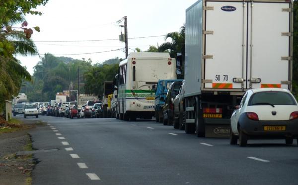 Embouteillage pour raison de cafouillage à Mahina.