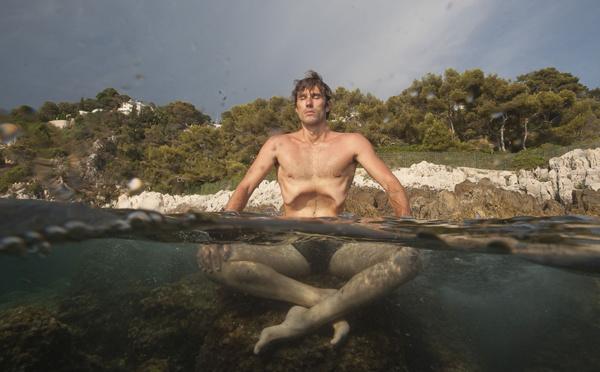 Apnée - Néry réussit une plongée abyssale et glaciale à 105 m en maillot