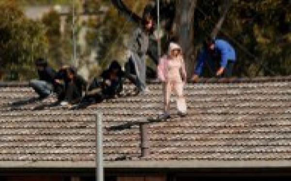 SYDNEY: Centre de rétention de Villawood : un nouveau groupe sur le toit