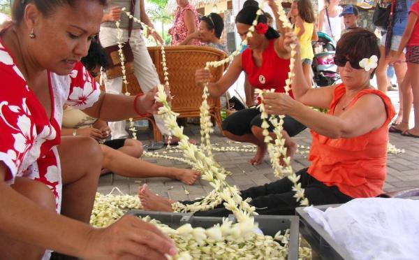2695m...Le plus grand collier de fleurs du monde est...tahitien!