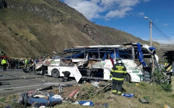 19 Colombiens parmi les 24 morts d'un accident en Equateur