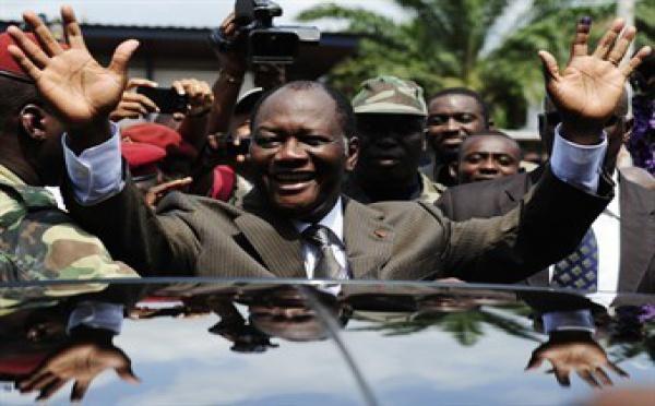 Présidentielle ivoirienne: large victoire, contestée, de Ouattara, l'armée ferme les frontières