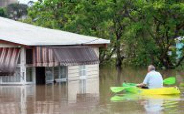 """Australie: des inondations """"sans précédent"""" qui risquent de s'aggraver"""