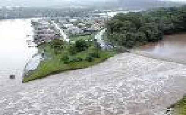 Australie: des centaines d'habitants fuient les inondations