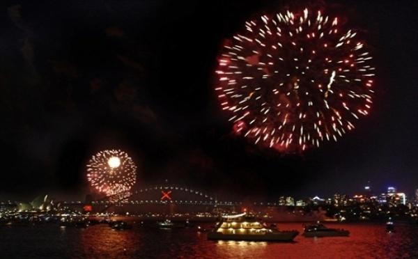 Avec le célèbre feu d'artifice de Sydney, le monde commence à fêter 2011