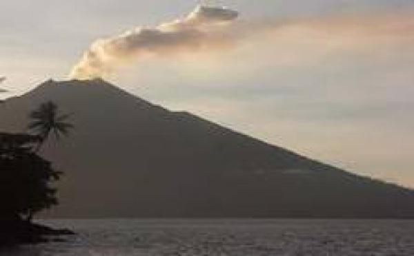 Papouasie: Un volcan effraie pendant les fêtes