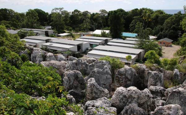 Nauru: le médecin des réfugiés limogé, la pression monte sur Canberra