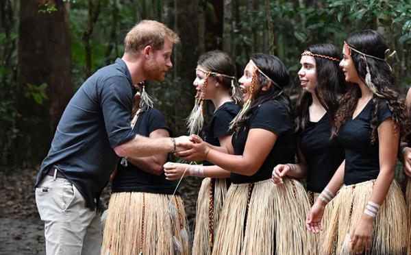 Australie: Harry chez les Aborigènes, sans Meghan