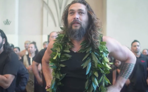 """Polynesian are all connected by water"", le puissant haka de Jason Momoa (video)"