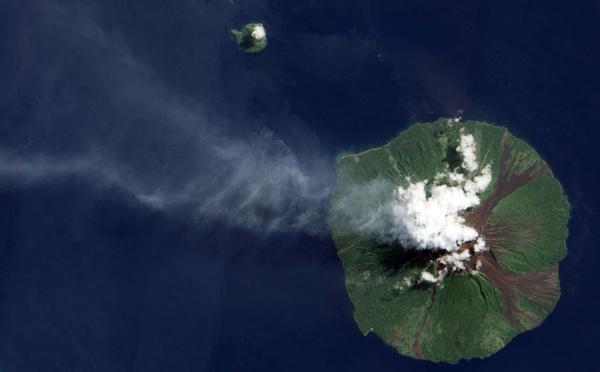 Papouasie: le volcan Manam entre de nouveau en éruption