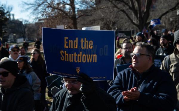 """""""Shutdown"""": première paie non versée aux fonctionnaires américains"""