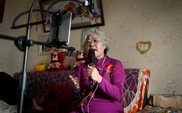 """""""Vis ma vie"""": en Chine, des seniors fous de diffusion en direct"""