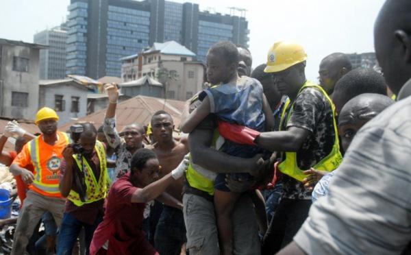 Fin des recherches après l'effondrement d'un immeuble à Lagos et colère des habitants