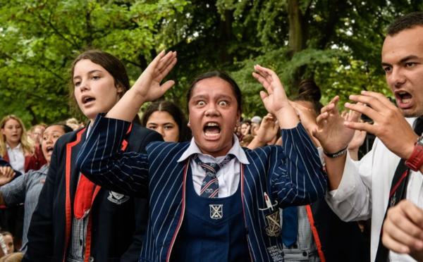 """""""Je vis! Je meurs!"""", après le carnage, les Néo-Zélandais dansent le haka"""