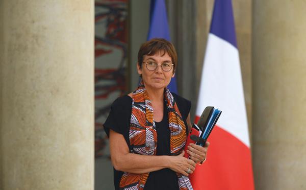 """Annick Girardin huée à La Réunion par des """"gilets jaunes"""" et des syndicalistes"""
