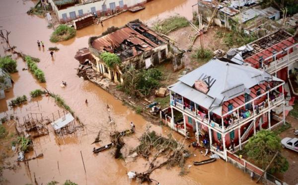 Cyclone Idai: 300 morts, les secouristes engagés dans une course contre la montre