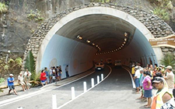 """Oscar Manutahi Temaru inaugure le tunnel """"O MANUTAHI I TE MARU"""""""