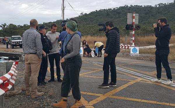 Australie: des journalistes français interpellés pendant une manif contre une mine de charbon