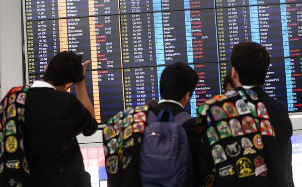 Manifestations à Hong Kong : deuxième journée de chaos à l'aéroport