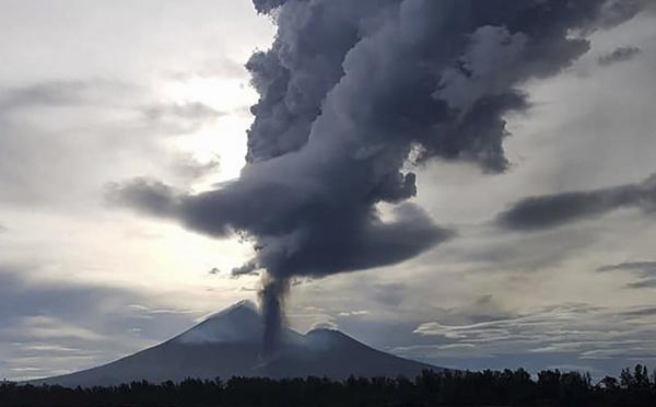 Papouasie: nouvelle éruption de l'Ulawun, la deuxième en trois mois