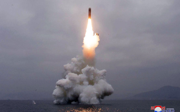 """Pyongyang teste un missile lancé d'un sous-marin, """"nouvelle phase"""" de son armement"""