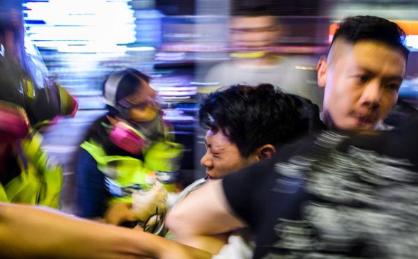 Hong Kong: gaz lacrymogènes et cocktails molotov pour une nouvelle journée de heurts